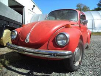 """CARSTAR RAY'S AUTO BODY CUSTOMERS """"SIGNING THE BEETLE"""" FOR BREAST CANCER AWARENESS MONTH"""