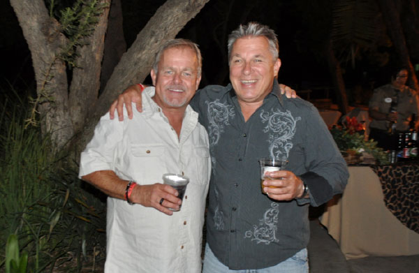 TWO HIGH SCHOOL FRIENDS REUNITED AFTER MORE THAN 35 YEARS DURING CARSTAR AUTO BODY REPAIR EXPERTS CONFERENCE